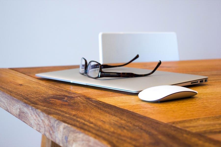 a mac and glasses
